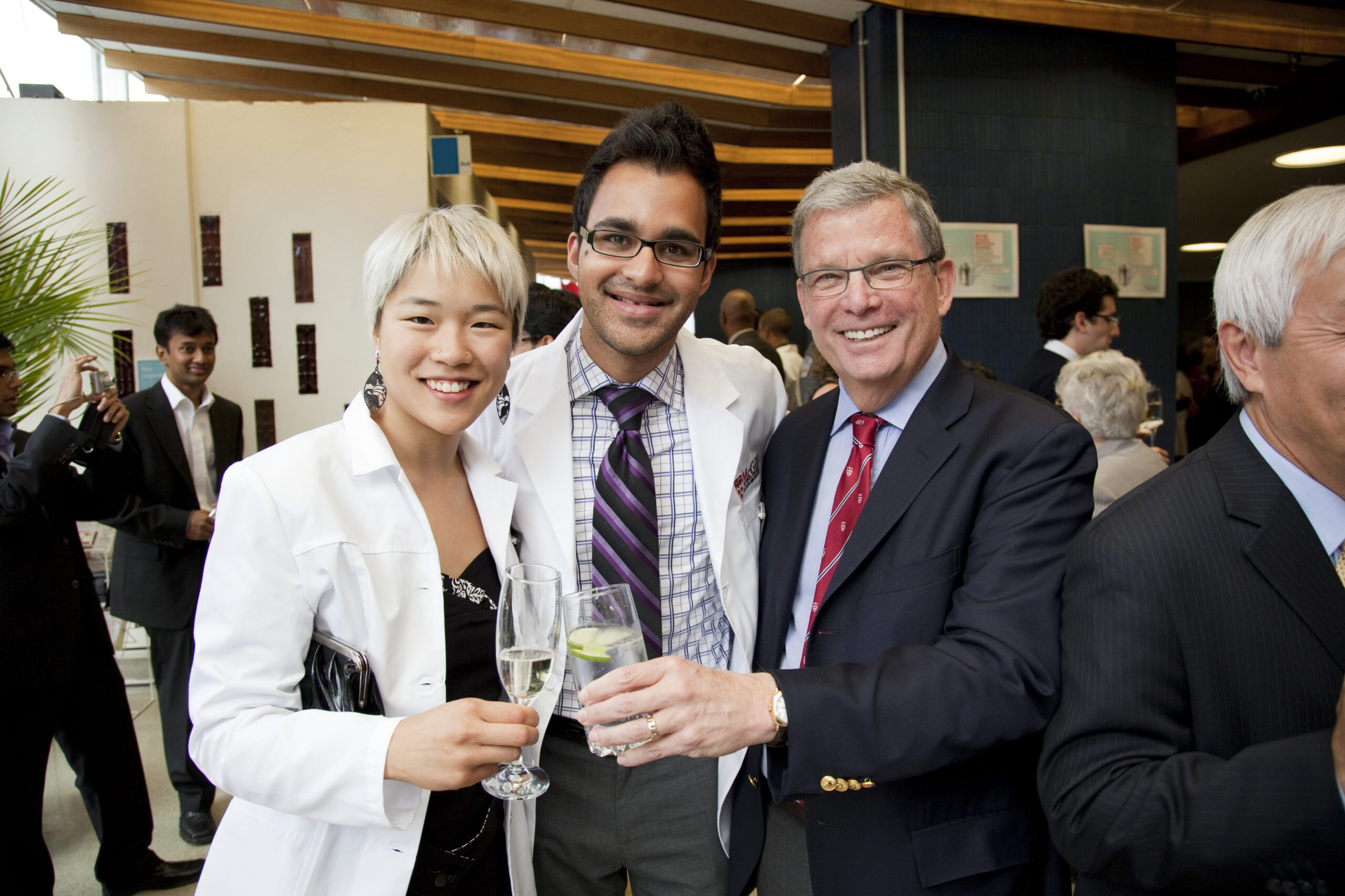 Dean Levin at the 2009 Dr. Joseph Wener Donning the Healer's Habit Ceremony with second-year medical students Yolaine Yim (left) and Yaameen Mohammed Chanda.<p>(Photo credit: Nicolas Morin)