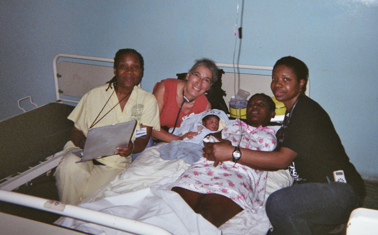 <em><strong>A woman who has just delivered her baby in a Diquini Hospital near Port-Au-Prince Haiti after the earthquake. Hers was one of three deliveries the group helped with during their time in Haiti. Pictured from left to right are: Marie Rose Kavanagh, Dr. Hélène Rousseau, the patient with her newborn and Emanuella Morency (Photo courtesy Dr. Hélène Rousseau)</em></strong>