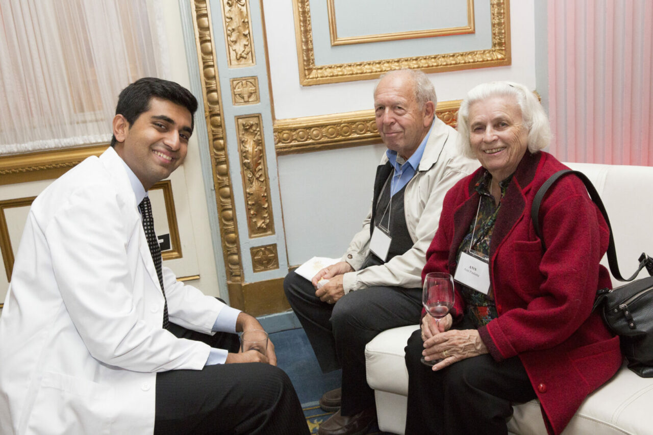 Med-2 student Nebras Warsi gets to know Robert Paulette, BSc'52, MDCM'54, and Ann Paulette. (photo: Nicolas Morin)