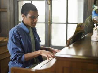 pianoyoungmanplaying