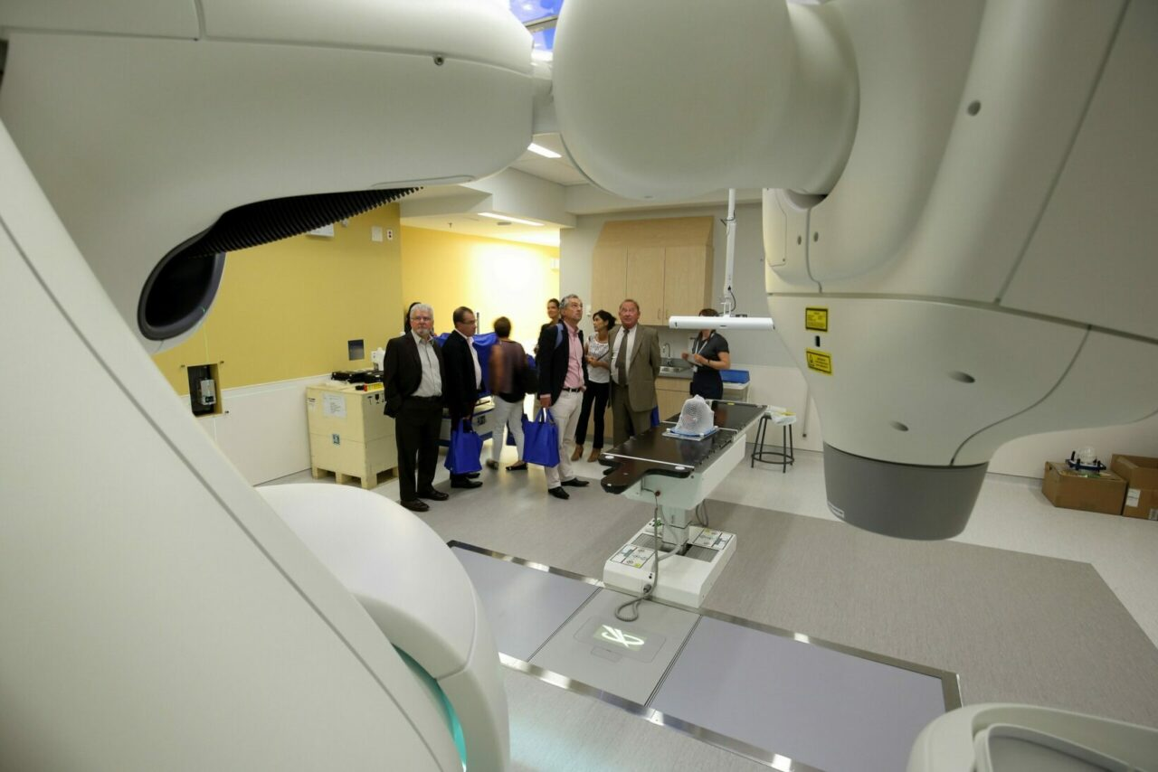 The delegation from Poitiers tours the radiation oncology department at the new Cedars Cancer Centre of the MUHC. / Photo: Owen Egan