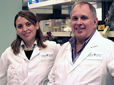 Dr. Martin Olivier and Dr. Vanessa Diniz Atayde in their laboratory at the Research Institue of the MUHC - Glen site. (Photo: MUHC)